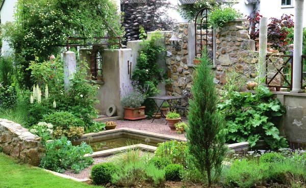 Стильні руїни в дизайні саду