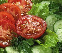 Свіжий салат з овочами: помідорами і огірками