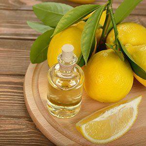 Масло лимона отримують методом холодної пресовкі або парової перегонки
