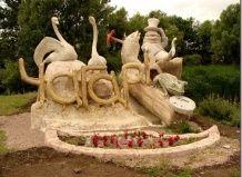 Дивовижні скульптури села чагарі