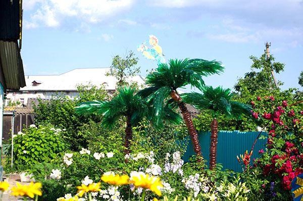 Вічнозелене дерево - пальма з пластикових пляшок