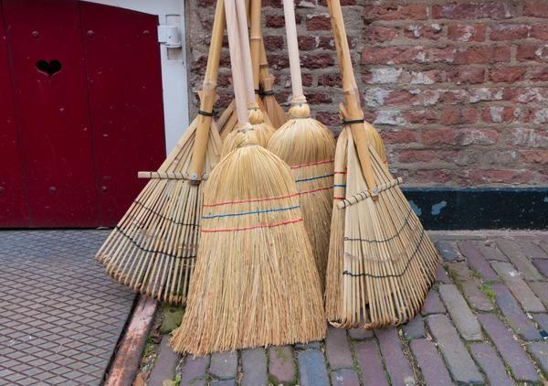 Весняна генеральне прибирання на садовій ділянці